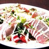 イベリコ豚の生ハムシーザーズ風サラダ