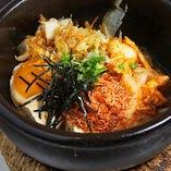 桜海老とキムチの石焼き豆腐