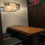 少人数でのご利用に2〜4名様テーブル席(半個室)
