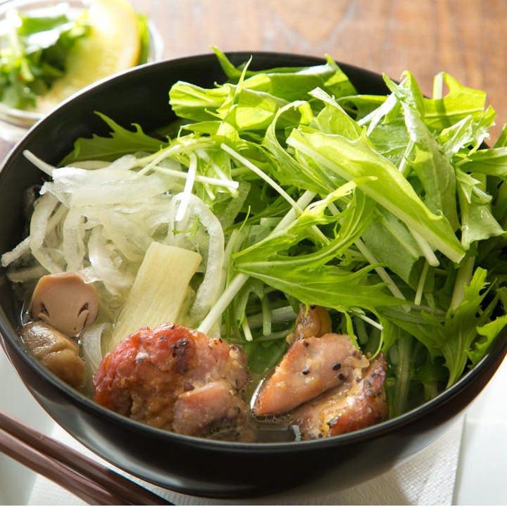 タイ産唐辛子でお好みの辛さに調節できるやわらかチキンのフォー