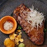 産地限定の牛・豚・鶏を 使ったお料理が多数
