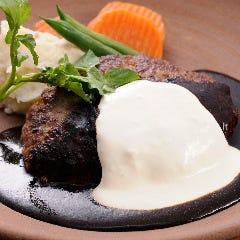 黒毛和牛のハンバーグステーキ/北海道クリームチーズソース