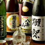 自慢の静岡地酒16種が付いた単品飲み放題は120分1500円(税抜)