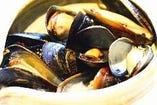 アルコールに良く合う!【ムール貝のワイン蒸し】880円