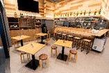 ご利用人数に合わせて柔軟な対応が可能なテーブル席を多数完備。