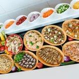 ブッフェカウンターに並ぶお料理約40種類!
