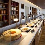 約40種類のお料理が並ぶブッフェカウンター