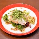 シンガポールチキン(蒸し鶏の塩だれソース)