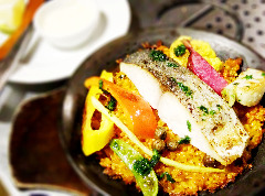 フィッシュハウスオリジナル フィッシュパエリヤ季節鮮魚とその日の野菜達のローストと一緒に