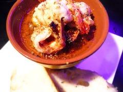ジャンボシュリンプのガーリックオイル煮 (シュリンプアヒージョ)自家製フォカッチャと一緒に