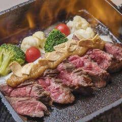 牛カイノミ肉の鉄鍋ステーキ
