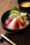 ミニ海鮮丼(お新香・味噌汁付き)
