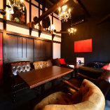 グランドソファーで優雅な気分のソファー個室