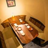 有名デザイナーが手掛けた、非日常空間。樽型の半個室はおすすめ