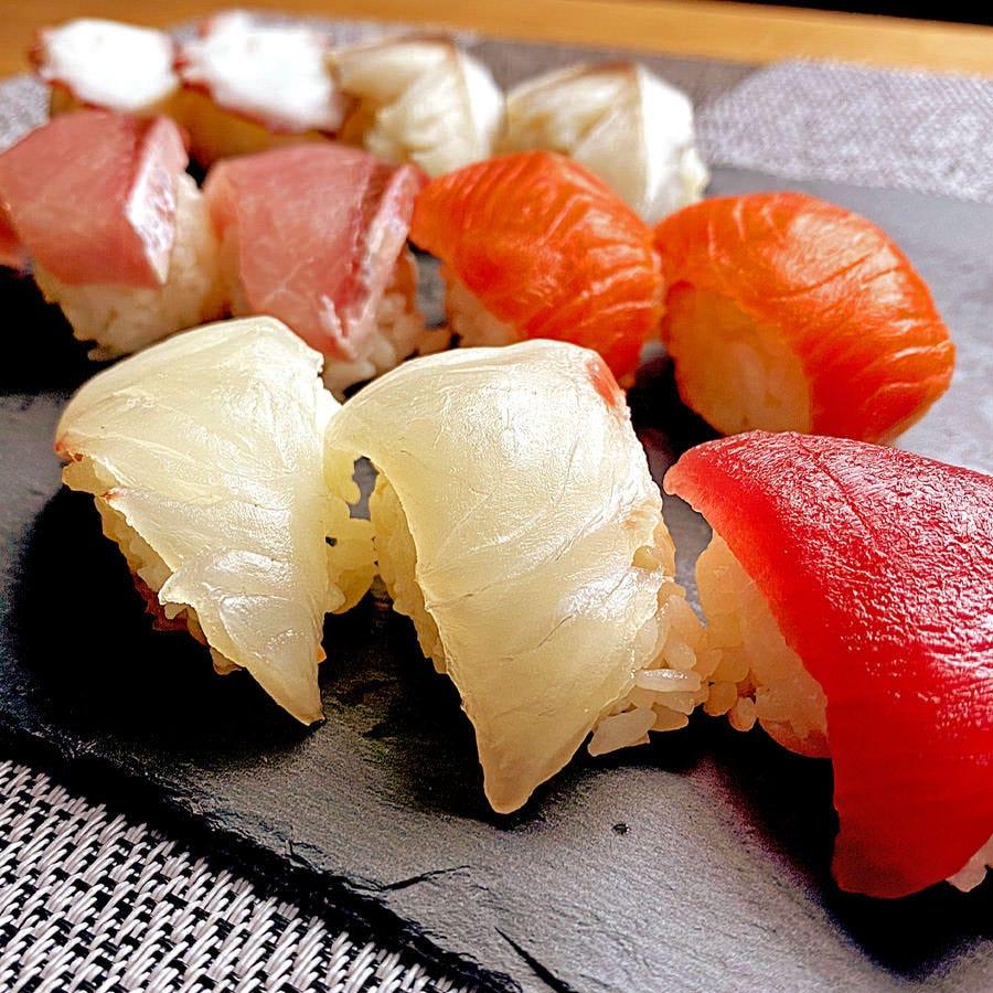 お昼から歓迎【お一人様限定】豪華な寿司1,500円コース★