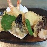 天ぷら盛り合わせ、 海老と野菜、ボリューム満点!