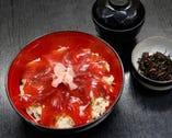 てこね寿司 1,100円 赤だし付き・伊勢海草の小鉢