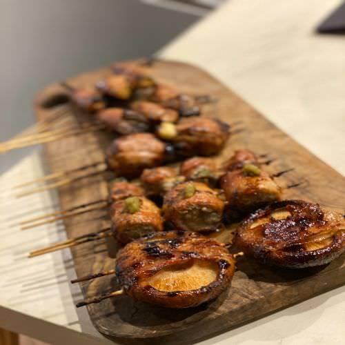 地元の旬食材を使った名物「串焼き」