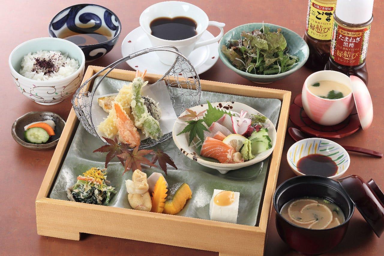 お刺身と天ぷらがどちらも味わえる「えにし膳」