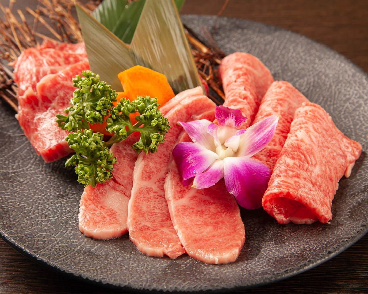 120分100品食べ飲み放題 5980円(税抜) 極上のお肉、ご用意しました!