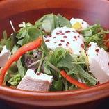 手作り朧豆腐の温玉シーザーサラダ