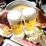 宴のはじまりはビールで乾杯