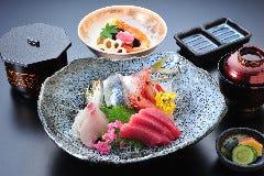 駿河路鮮魚盛合せ定食(活き鯵、鮪、かんぱち、甘海老)