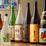 """焼酎は""""富乃宝山""""や""""一粒の麦""""などのほか、鮒忠オリジナルの芋焼酎・麦焼酎も取り揃え"""