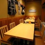 幅広いテーブルのため、たくさん料理を注文しても安心
