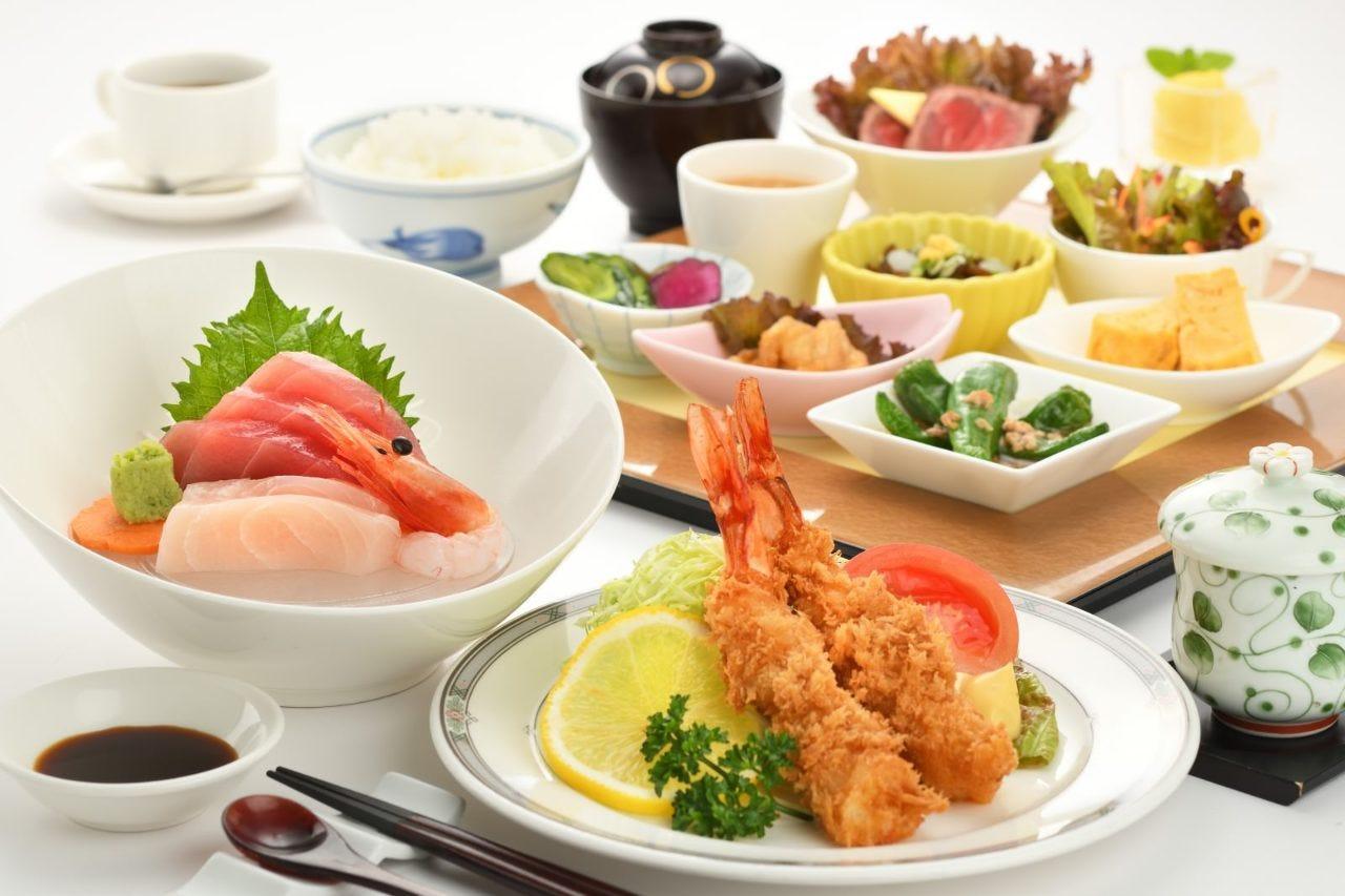 彩菜ランチプレート Sランチプレート(お刺身グレードアップ&エビフライ付)