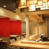 カウンター席ではお一人様からでもゆっくりお寿司が楽しめます