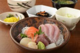 新鮮な魚を使った和食中心のメニューをご提供。