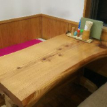 カウンターに座敷、テーブル席もございます♪
