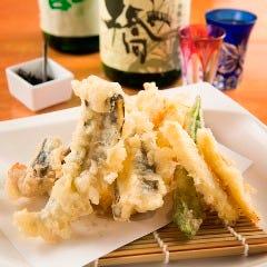 旬の素材の旨味を凝縮『地魚地野菜天ぷら盛り合わせ』