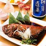 脂ののった旬の魚を丸ごと調理!『地魚1本煮』は食べ応え十分
