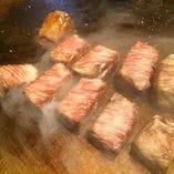質の良いお肉を鉄板焼きで高級の状態でご提供します。
