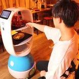 ロボットが配膳!従業員との接触を削減!