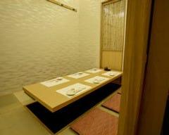 シンプルながらゆったりした造りのお部屋です