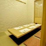 掘りコタツ式の個室二部屋 最大6~12名様がゆったり座れます。