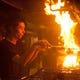 豪快な火柱を上げて焼く地鶏の炭焼きは圧巻です。 ジューシー♪