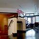 ホテルの玄関や「つつじの茶屋」入り口にはスロープを設置。