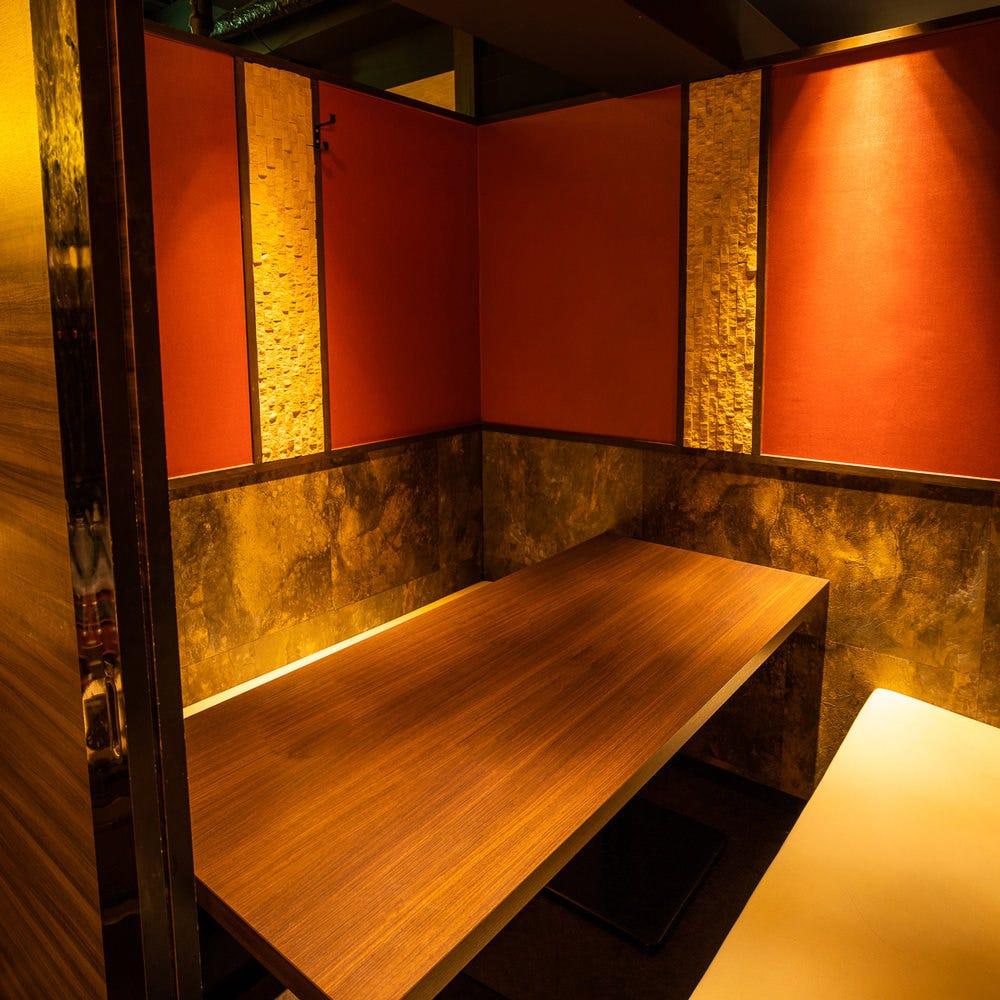 2名様からご利用可能な扉付き完全個室を完備