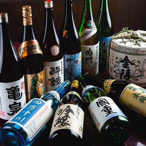 四国の日本酒や焼酎30種近くございます。