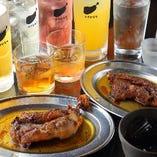 名物の「骨付鳥」は梅酒、焼酎、日本酒…どんなお酒にもよく合う万能な逸品