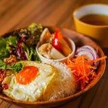 ガパオライス(ピクルス+サラダ+スープ)