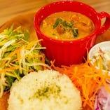 マッサマンカレー(ピクルス+サラダ)