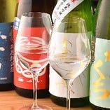 日本酒はグラス一杯からボトルまで取り揃えています