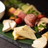 【洋のメニューも豊富】チーズ盛り合わせ