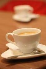 昼はカフェ、夜はBAR
