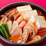 【海鮮スンドゥブチゲ】1年を通じて大人気のチゲ&スープ!